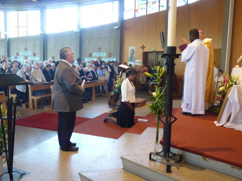 Ceremonia de Votos definitivos de la Hna. Hortense Mintsa en la Iglesia de San Juan Bautista de Toulouse